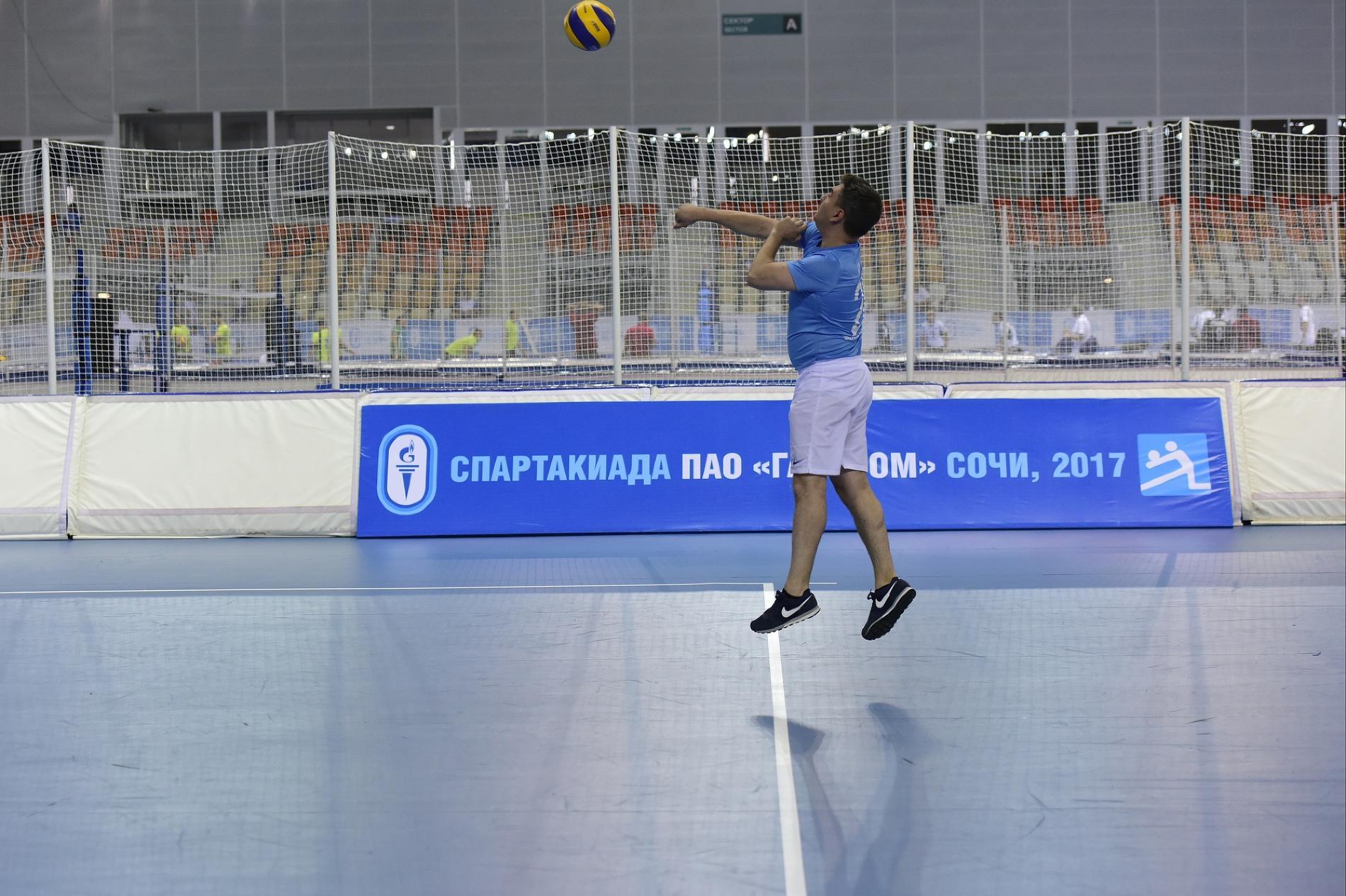 Волейбольные поединки на Спартакиаде «Газпрома» ©Фото Елены Синеок, Юга.ру